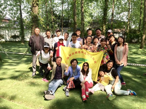 滨湖区新峰社区妇联组织开展自行车骑行活动